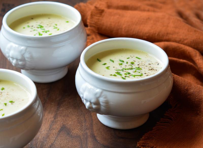 Miracol gata în doar 30 de minute! Cum se face cea mai bună supă cremă de praz din lume! Rețeta e simplă și rapidă, dar plină de gust!