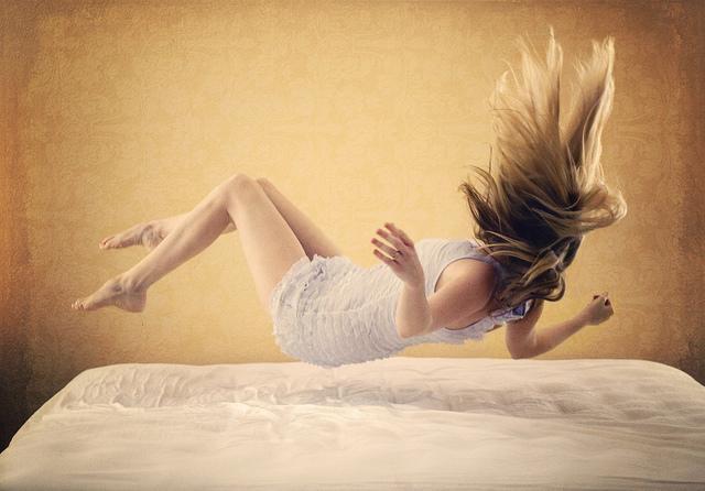 Ce înseamnă dacă te trezești noaptea la ore fixe! Acest indiciu îți poate schimba viața pentru totdeauna!