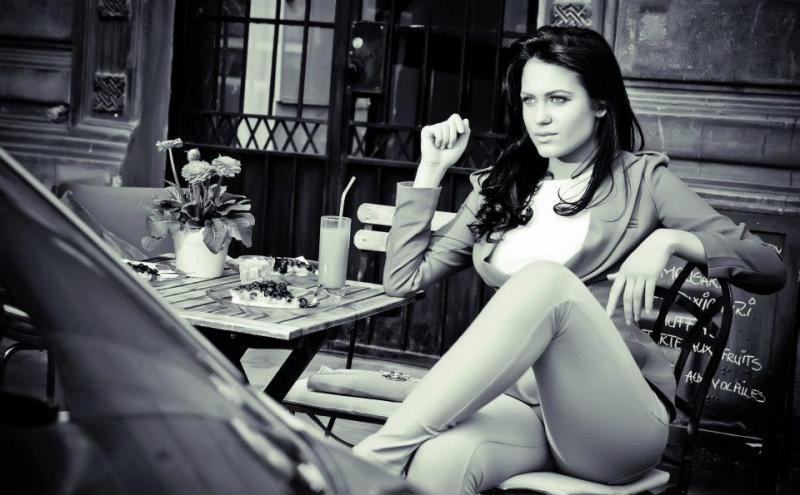 """Galerie foto. Michaela Prosan, actrița-model care îi va cuceri pe fanii serialului """"Fructul Oprit"""""""