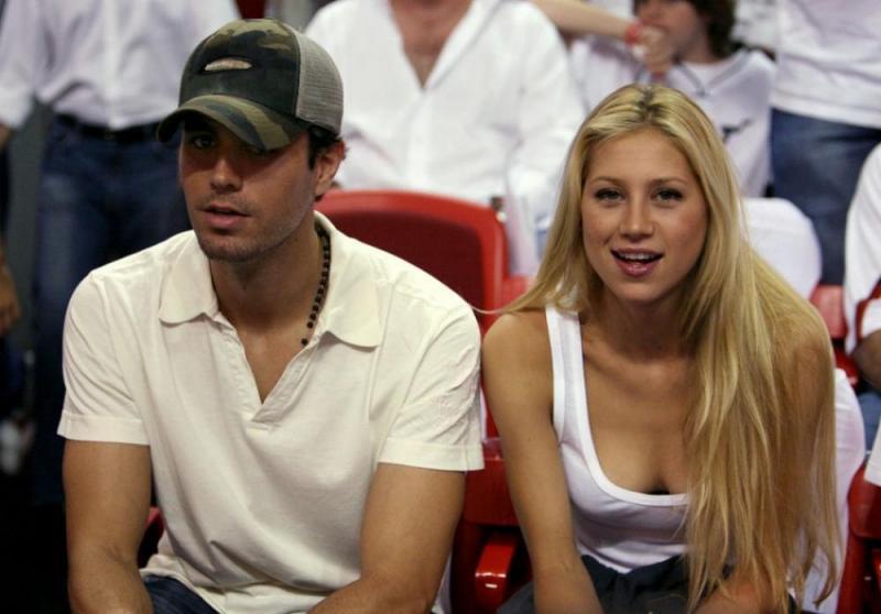 Prima imagine cu unul din gemenii cântăreţului Enrique Iglesias şi a fostei tenismene Anna Kournikova. Cu cine seamănă bebeluşul?