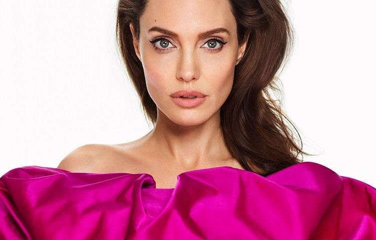 """FOTO. Angelina Jolie, pictorial de senzaţie alături de fiicele sale: """"Luptaţi pentru ca ceilalţi oameni să aibă aceleaşi libertăţi ca voi"""""""