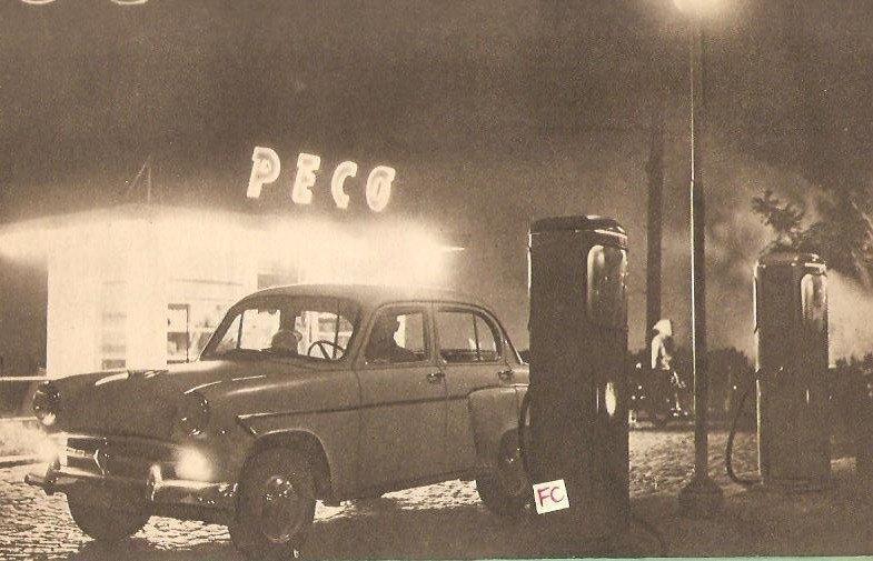 """Tu ştii de la ce vine PECO? Istoria benzinăriilor comuniste şi românca sexy la care Ceauşescu a """"închis"""" ochii"""