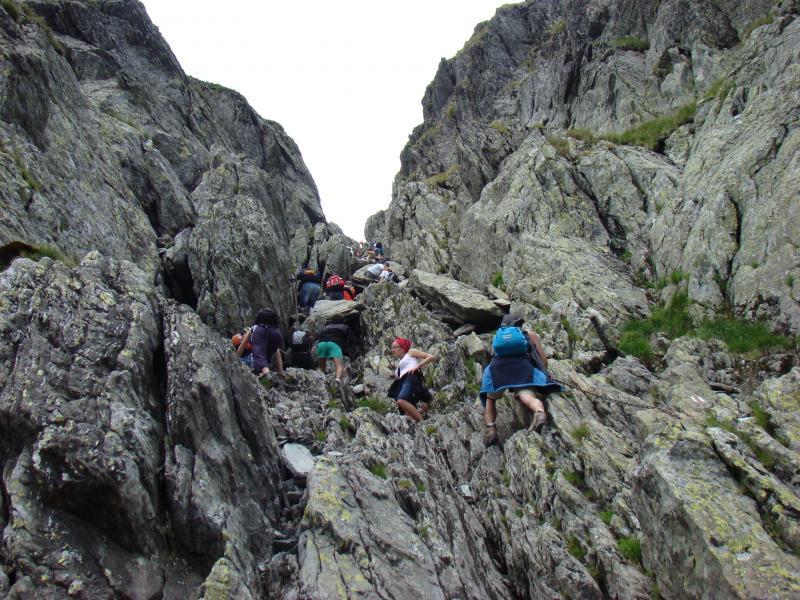 Veste tristă pentru românii pasionați de călătorii la munte! Strunga Dracului se închide permanent! Ce rute ocolitoare există