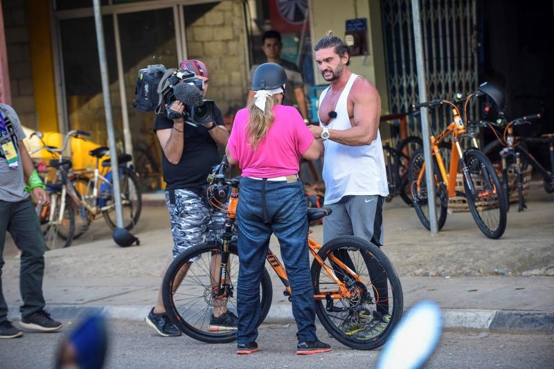 În seara aceasta, de la 20:00 pe Antena 1:  Lora se accidentează la Asia Express: cursa cu bicicletele o poate scoate din concurs