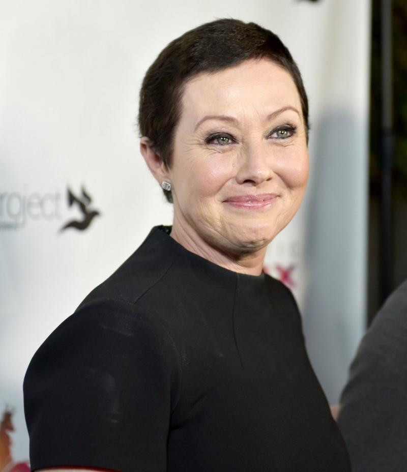 """Brenda din """"Beverly Hills"""", a primit, în sfârșit, vești bune de la medici! După doi ani de tratament cu citostatice, cancerul a intrat în remisie"""