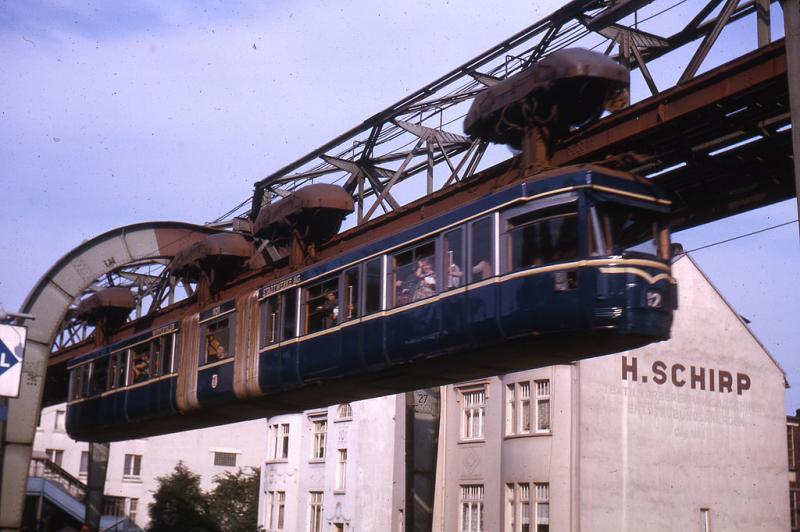 Bucureștenii vor putea călători în curând cu 80 de tramvaie suspendate! Primarul general al Capitalei, Gabriela Firea, a făcut anunțul!