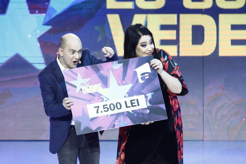"""Oana Roman și fetița ei, Isabela, au câștigat prima ediție din cel de-al doilea sezon a show-ului """"Aici eu sunt vedeta!""""Micuța a dat din casă multe secrete!"""