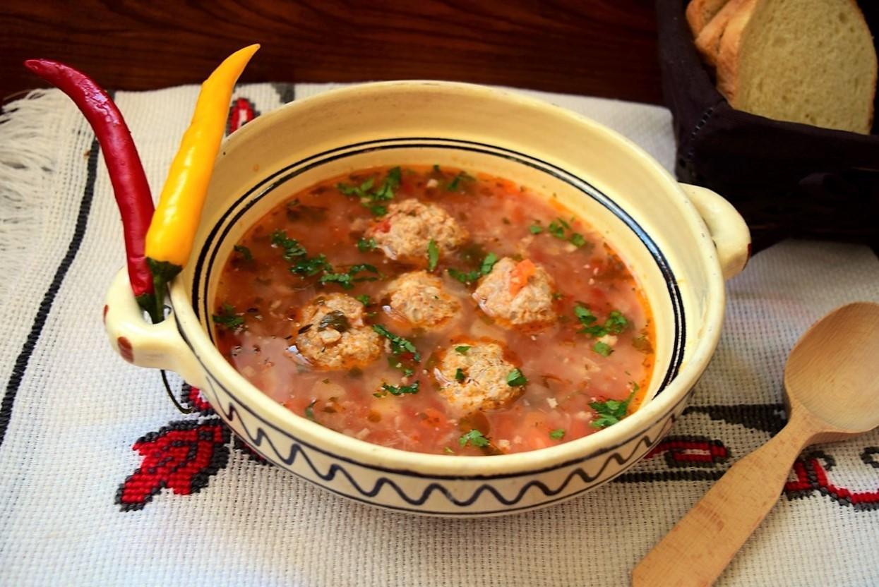 Una dintre cele mai gustoase şi apreciate ciorbe din bucătăria românilor - Ciorba de perişoare!