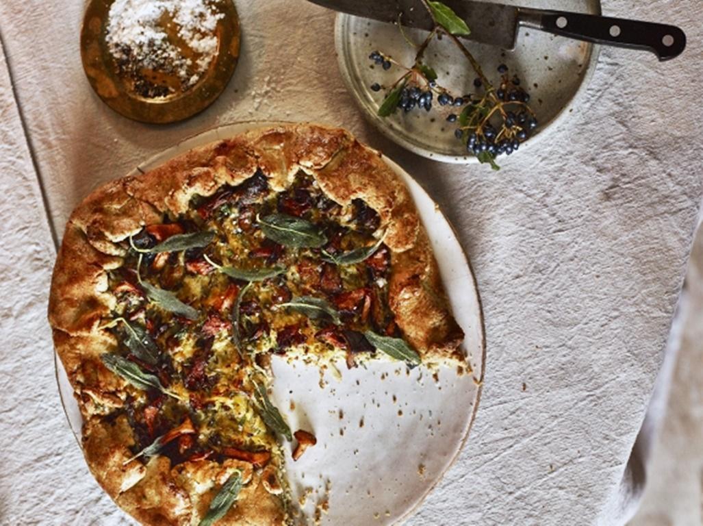 Plăcintă de ciuperci cu praz și salvie. Foarte gustoasă și aromată, cu o combinație perfectă de ingrediente, chiar merită încercată!
