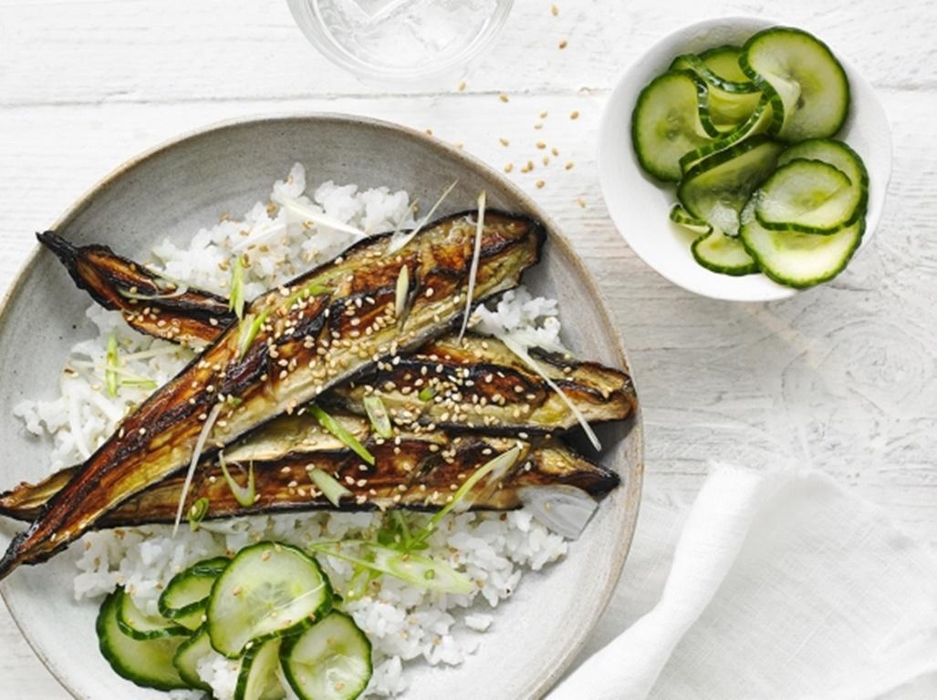 Vinete la grătar cu orez și castraveți.O masă delicioasă fără carne, preparată în cel mai scurt timp!!