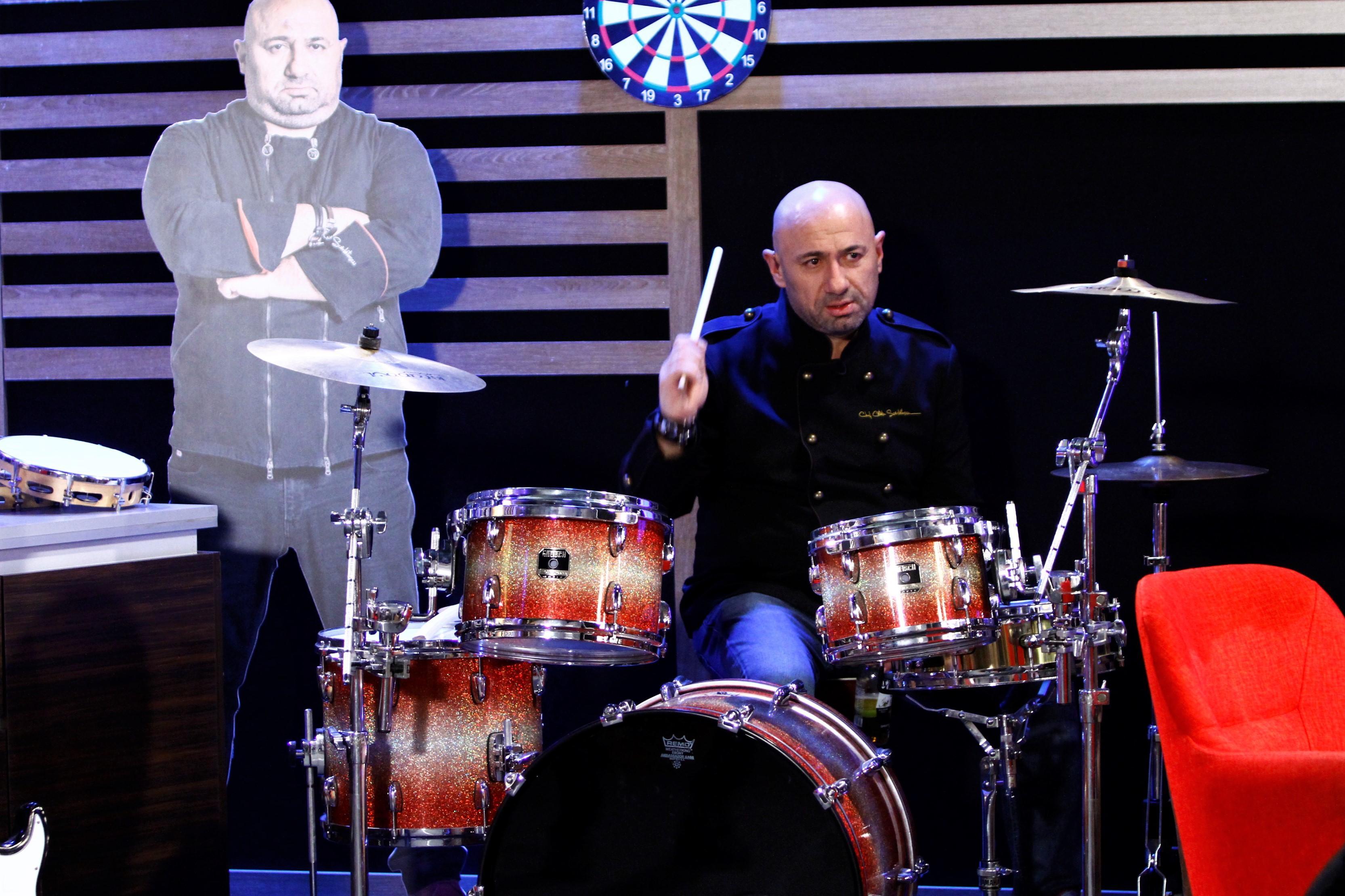 """Scărlătescu s-a apucat de cântat la tobe, dar și Dumitrescu și-a descoperit o nouă pasiune! Când începe emisiunea """"Chefi la cuțite"""""""