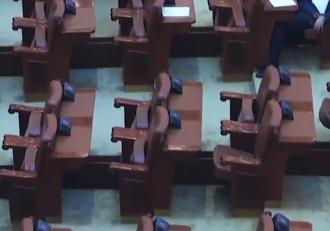 parlamentarii-muncesc-doar-c