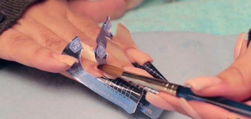 învaţă Cum Să îţi Faci Singură Acasă O Manichiură Cu Acryl Care