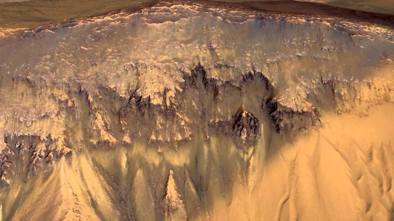 """Incredibil! Cercetătorii au găsit urme ale unor inundaţii pe Marte: """"Apa putea susține viața, ca pe Pământ"""""""