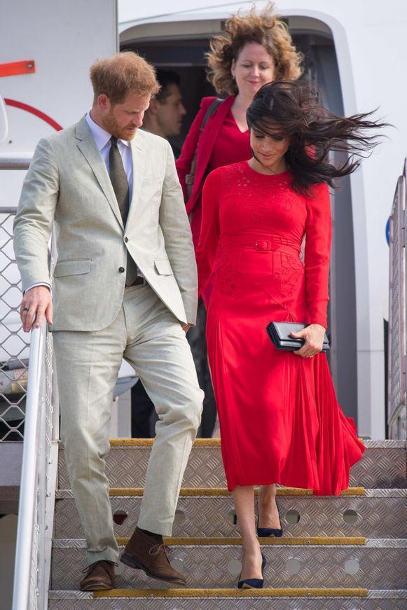 Extravaganțele unei Ducese! Cât au costat ținutele purtate de Meghan Markle în primul său turneu. Suma este amețitoare