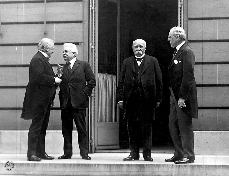 """Cei patru mari"""" în timpul Conferinței de Pace de la Paris (de la stânga la dreapta,David Lloyd George,Vittorio Orlando,Georges ClemenceaușiWoodrow Wilson). Sursă foto: wikipedia"""