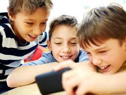 "Ne transformam copiii in ,,analfabeti functionali""! Oamenii de stiinta trag un semnal de alarma"