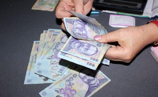 Veste uriașă! Cresc salariile și pensiile românilor! Când se întâmplă