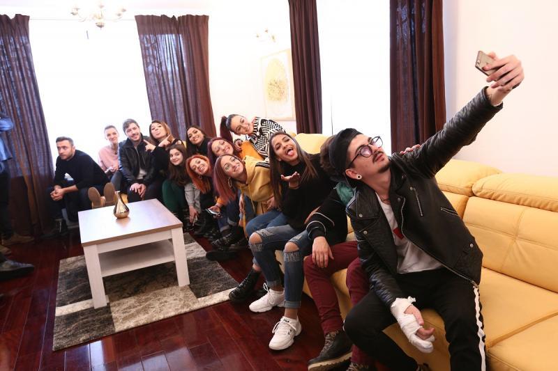 """Sorana și Anca de la A.S.I.A. și Dan Bittman, vizită surpriză în casa """"X Factor"""""""