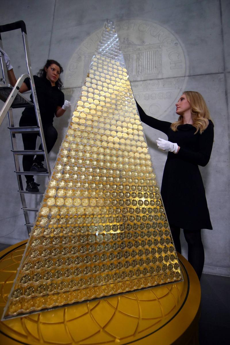 Iată cum arată cel mai scump brad din Europa! Decorațiunile lui constă în kilograme de aur pur, iar costurile se ridică la milioane de dolari
