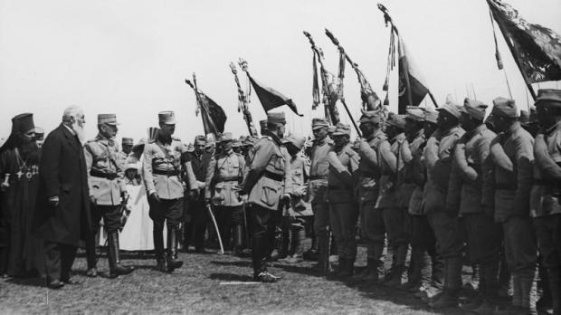 """Jurnalul unui sublocotenent, care a luptat în Primul Război Mondial: """"Nu eşti bocit de rude, nu mai este nimenea. Suntem târâţi câte 30-40 într-o groapă"""""""
