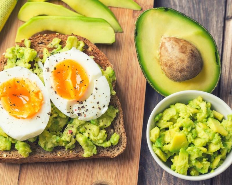 Oricine poate ține DIETA ketogenică. Mănânci și slăbești!