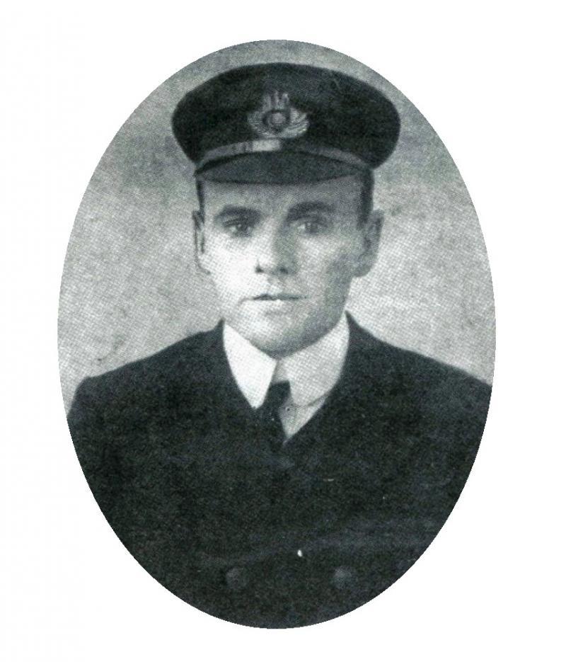 """Îngerul de pe """"TITANIC"""": a coordonat toate bărcile, a ținut, vii, pe apă, 30 de oameni, până la sosirea navelor salvatoare, erou în Primul Război Mondial, a """"jucat"""" în """"Dunkirk"""""""