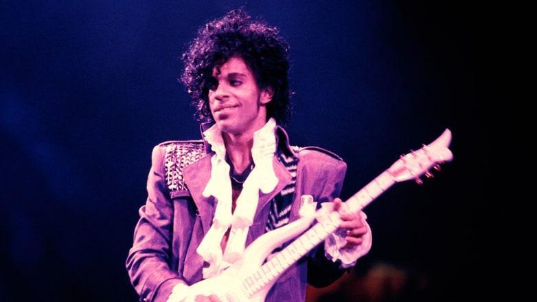 """VIDEO! """"Nothing compares 2 U"""" a lui Prince, varianta originală, lansată după 30 de ani. Scrisă într-o noapte, îndrăgostit fiind de-o colegă de trupă"""
