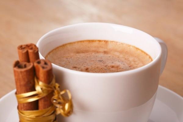 Ce se întâmplă dacă pui scorțișoară în cafea, timp de mai multe zile! Efectele sunt clare