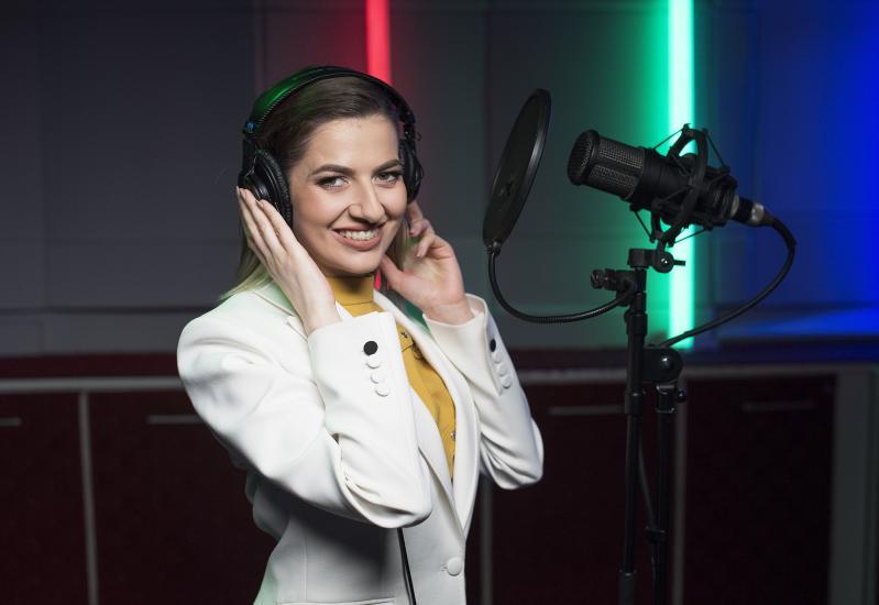 Lidia Buble interpretează coloana sonoră din noul serial, Povestirile Rățoiului, la Disney Channel
