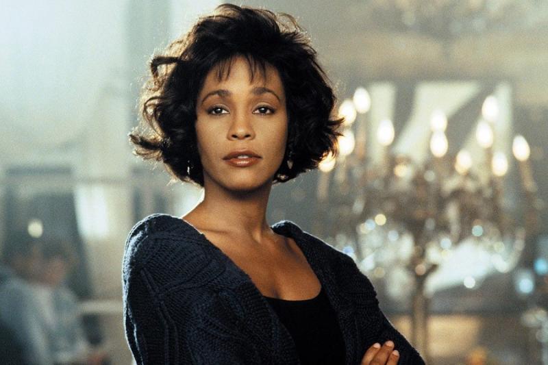 O nouă teorie în cazul decesului cântăreței Whitney Houston. Artista ar fi fost UCISĂ de cineva care i-ar fi oferit droguri. Cum i-a făcut rău propria familie