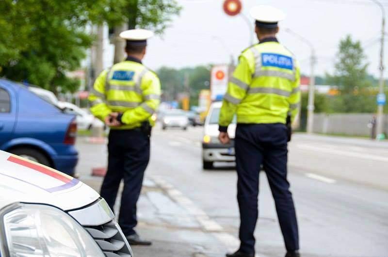 """Caz ȘOCANT! Patru polițiști au bătut cu pumnii și cu picioarele un bărbat! """"I-am rugat să se oprească pentru că mă omoară"""""""