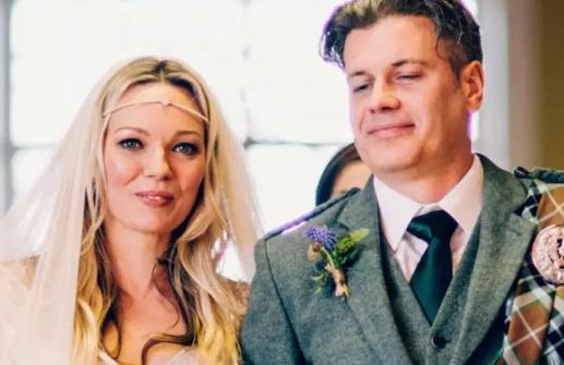 Nu doar în filme găseşti aşa poveşti! S-au iubit la 20 de ani, s-au despărţit, dar şi-au promis că dacă viaţa nu le va pregăti altceva, se vor căsători într-o zi. La 40, s-au reîntâlnit pentru totdeauna!