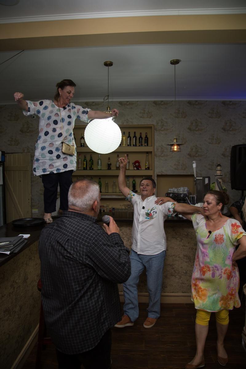 """Liviu Vârciu și Andrei Ștefănescu dau o petrecere dominicană la """"Poftiți la Nea Mărin"""""""