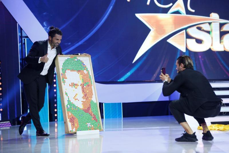 """Pepe primește un portret de-al său realizat din 200 de cuburi,  în marea finală """"Next Star"""""""
