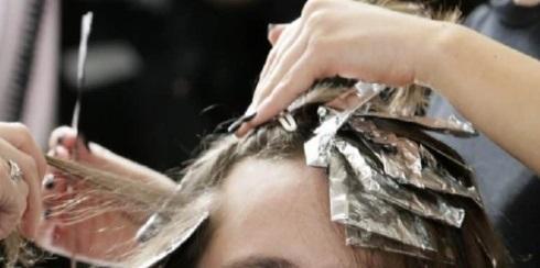O femeie și-a vopsit părul lunar, dar apoi a făcut o descoperire CUMPLITĂ! Ce a ieșit la analize