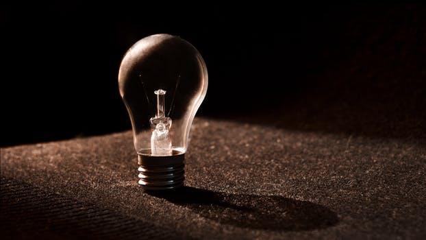 Pană URIAȘĂ de curent! Românii rămân luni fără lumină în case