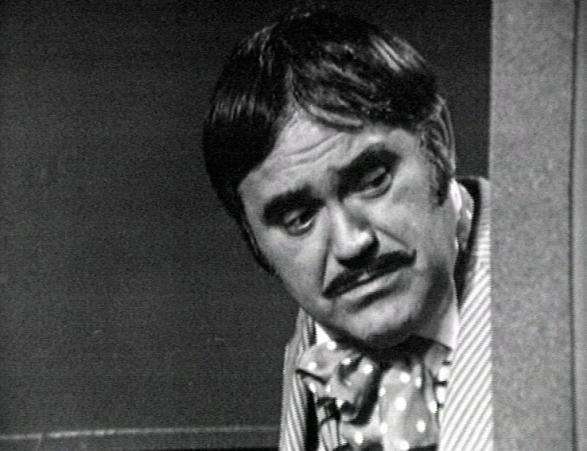 """Dem Rădulescu, """"Bibanu' """" cinematografiei, ne-a părăsit în urmă cu 18 ani, dar ne-a lăsat memoria sa ca moștenire. De la croşee și uppercut-uri, la emotie si hohote de ras: """"În viaţă eu am fost cel care a lovit primul"""""""