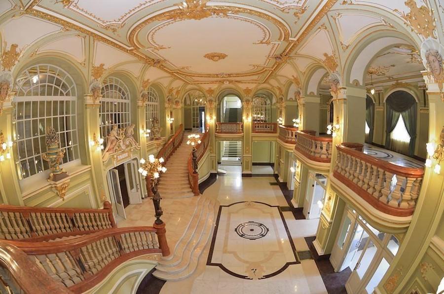 Imagini pentru Teatrul National din Iasi, al 2-lea cel mai frumos din lume. Istoricul cladirii vechi de peste 100 de ani