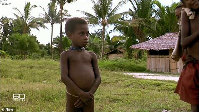 Au vrut să-l ucidă pentru că era vrăjitor! Un copil a fost condamnat la moarte de tribul său canibal iar la 13 ani după incident s-a întors să le dea o lecție