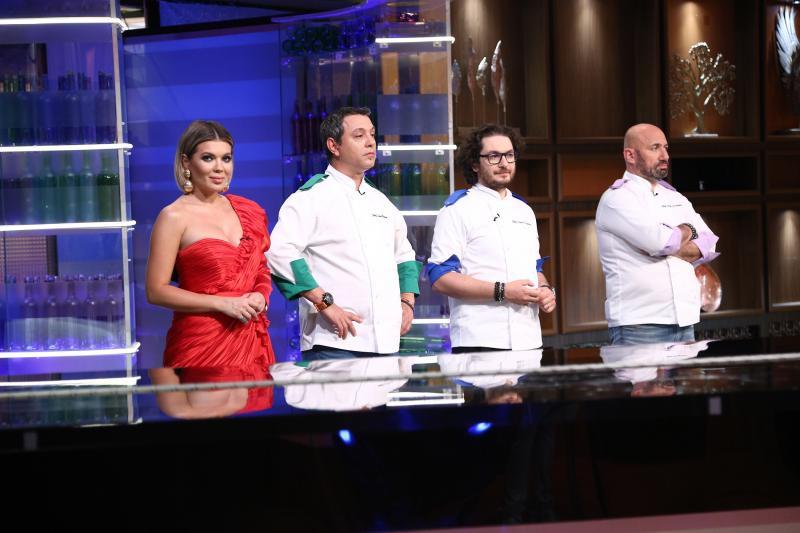 """Prima confruntare pe echipe """"Chefi la cuțite"""", lider absolut de audiență. Primul concurent eliminat, din echipa lui chef Scãrlãtescu"""