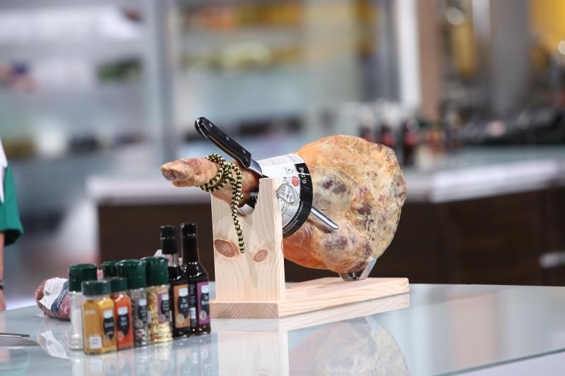 Jamón Serrano marca LIDL, vedetă în farfuriile Chefi la cuțite