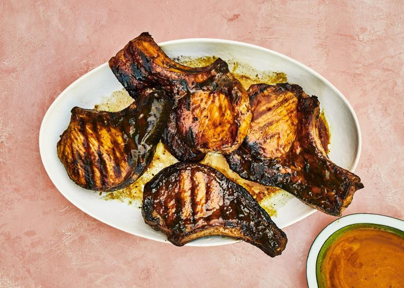 Cotlete de porc cu ustoroi și turmeric, făcute la grill! Te lingi pe degete și tot mai ceri o porție