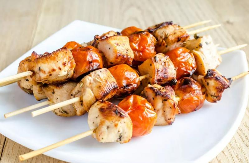 Frigărui delicioase făcute la tigaia grill! Cum poți obține gustul savuros de grătar adevărat, chiar la tine acasă!