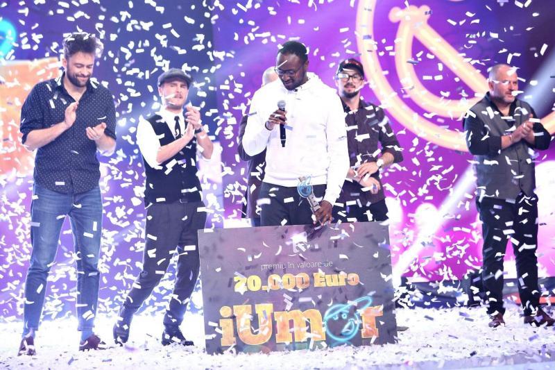 """""""Mi-a plăcut atât de mult, încât n-am mai plecat"""". Mukinka Chibanga, câștigătorul """"iUmor"""", este îndrăgostit de România! Cum l-a salvat talentul său într-un moment crucial din viața lui. INTERVIU"""