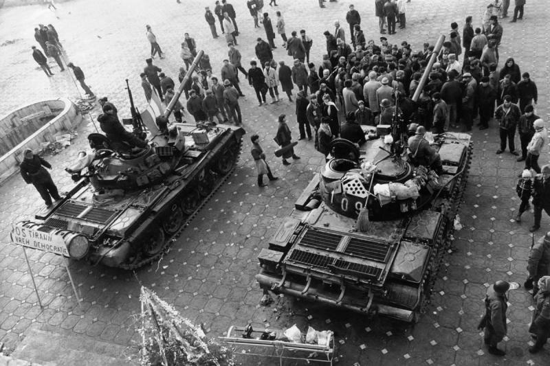 """30 de ani la Revoluție! Au trecut cu tancul peste Radu, care și-a dorit libertatea noastră, a tuturor! """"Nu mai erai băiatul frumos pe care-l știam, te-au mutilat la impact"""""""