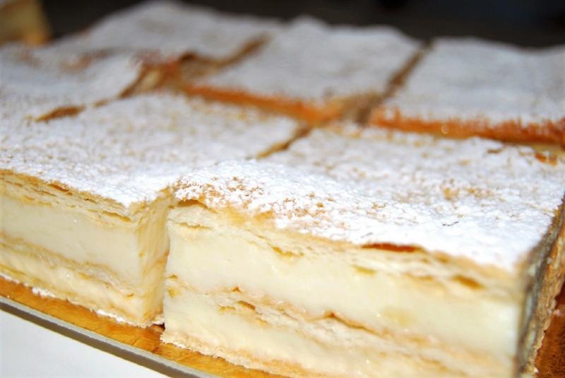 Rețete de prăjituri festive. Rețeta celui mai reușit Cremșnit cu foi preparate în casă și cremă de vanilie