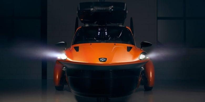 VIDEO/ Prima mașina zburătoare va apărea în 2021! Costă 600.000 de dolari, iar peste 70 de bucăți au fost precomandate