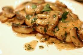 Piept de pui cu ciuperci și smântână, făcut în 20 de minute, la tigaie! Nici mofturoșii nu ar refuza așa deliciu!