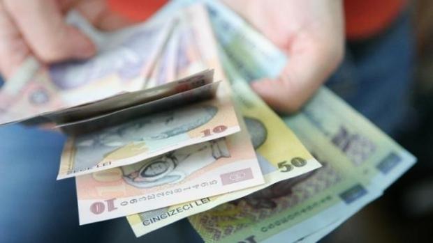 Înșelătoria momentului! Românii pierd sume mari de bani! Ce detaliu dă hoțul de gol